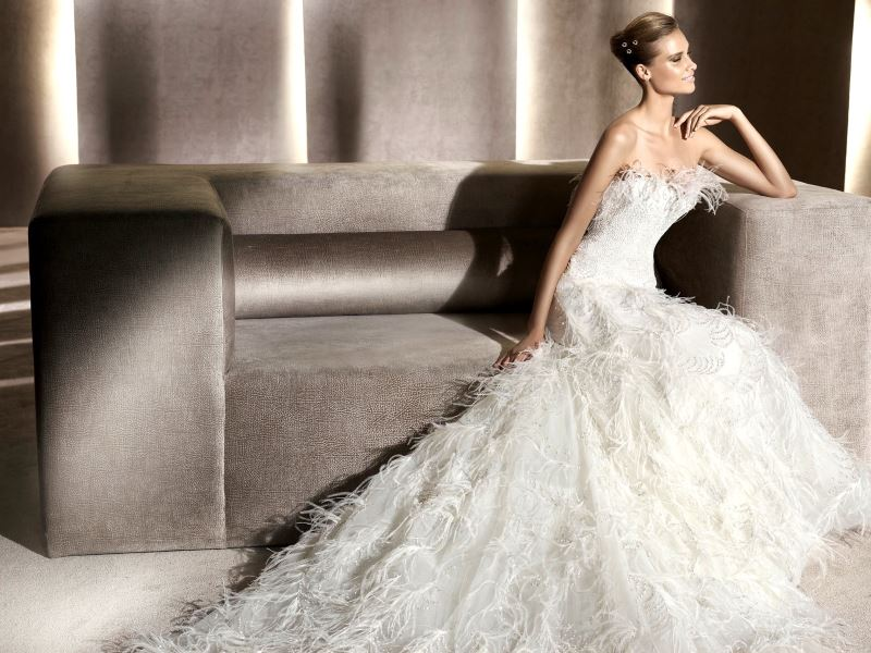 feather-wedding-dress