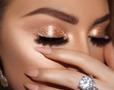 Gold glitter eye shadow